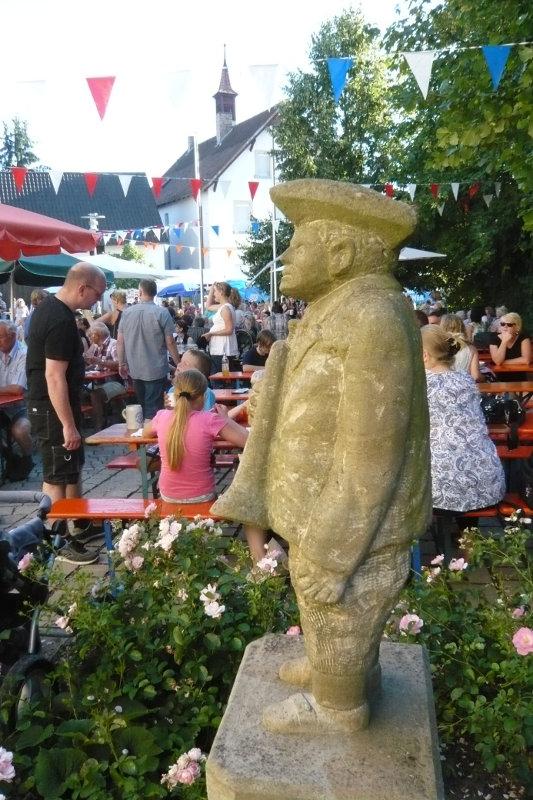 Unsere Musikerstatue auf dem Rathausplatz geschaffen von unserem verstorbenen Mitglied Siegfried Krug.